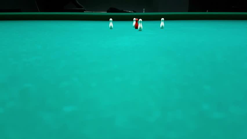 Billiard game, hit the skittles