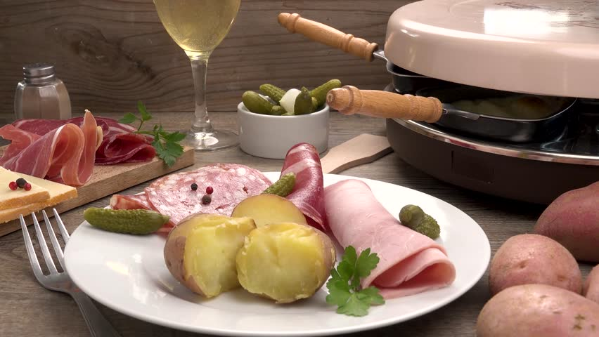 raclette cheese with potato and ham
