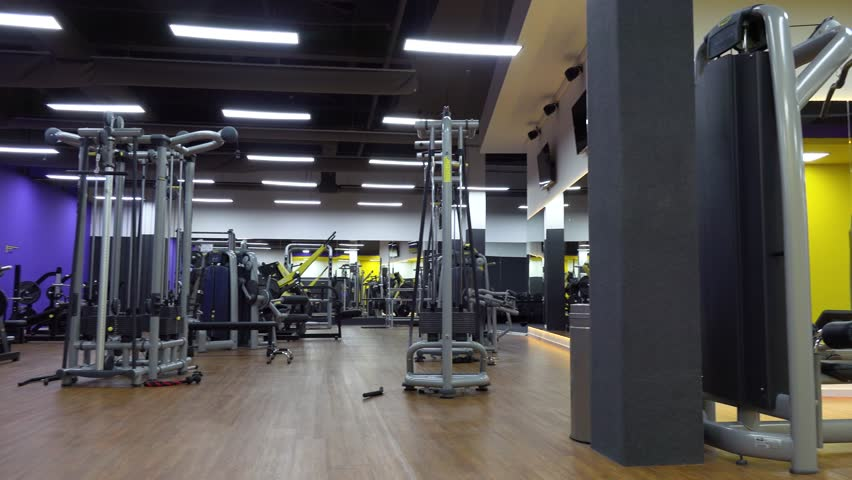 The interior of an empty gym | Shutterstock HD Video #1009455782