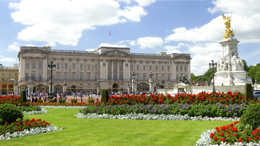 6K - Queen Victoria Statue and Buckingham Palace Time Lapse - Royalty Free | Shutterstock HD Video #1013592512