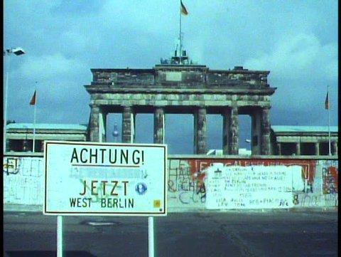 WEST BERLIN, WEST GERMANY, 1988, Achtung, graffiti Berlin Wall, Brandenburg gate