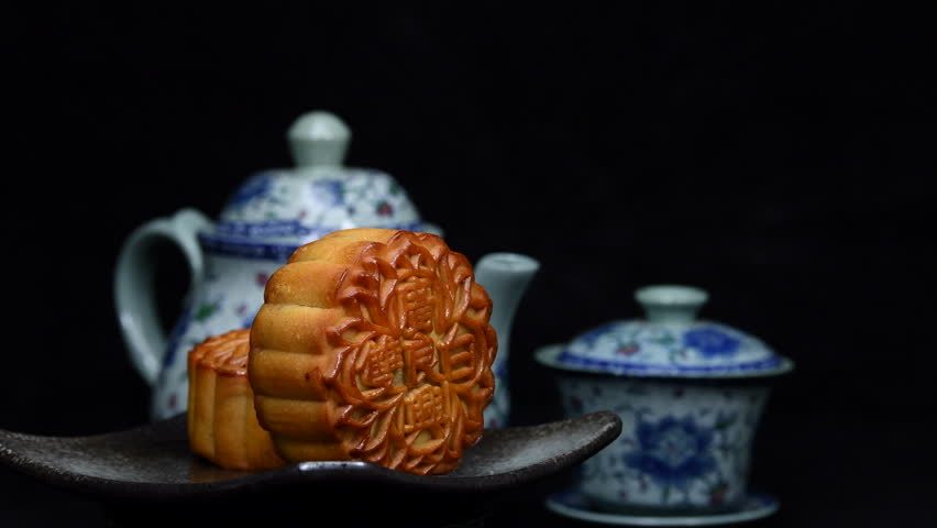 """Mooncakes are offered to friends or on family gathering during the mid-autumn festival / Mooncake/ The Chinese character on the mooncake represent """"Double white"""" in English"""