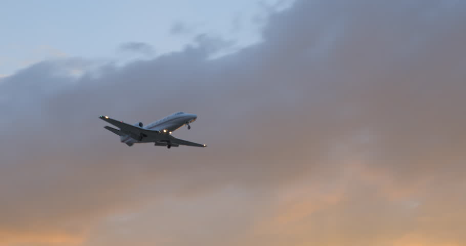 Airplane impressive take off / landing flying overhead at dusk, 4K DCI PRORES HQ