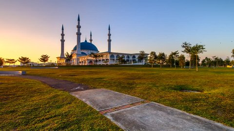 Timelapse scenery of sunset at Sultan Iskandar Mosque or known as Bandar Dato Onn Mosque, Johor Baharu, Malaysia.