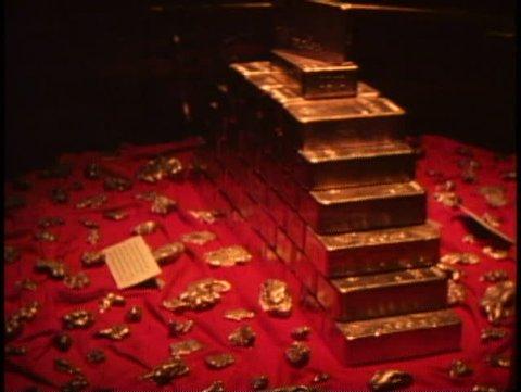 SAN FRANCISCO, CALIFORNIA, 1979, U.S. Mint, gold bar display, wide shot, bullion