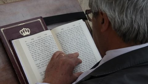 December. 12/07/2018. Jew reads the Torah