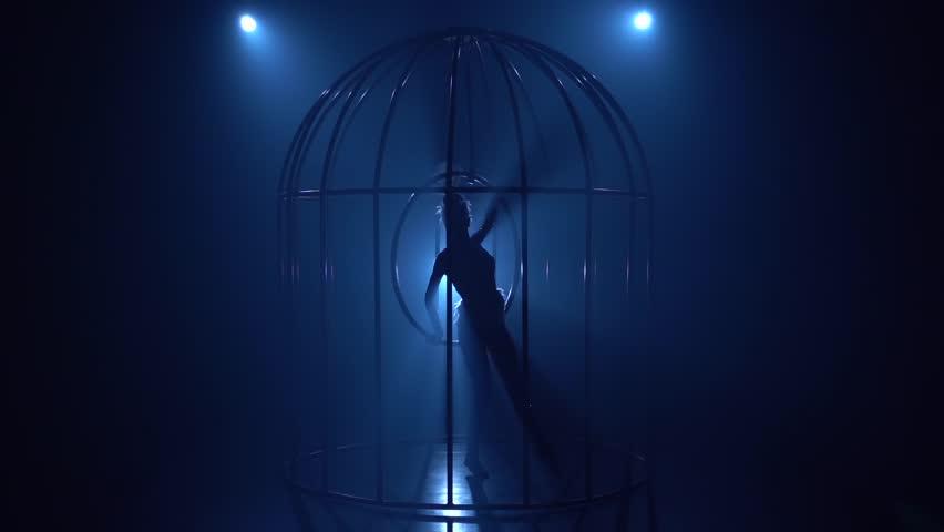 midnight-blue-girl-in-video