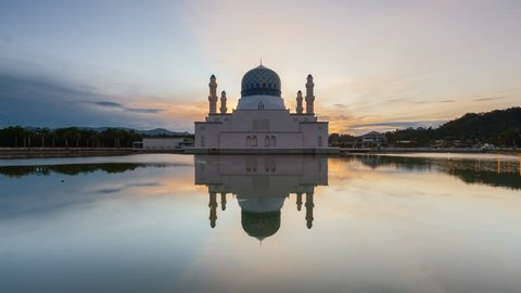 Time lapse of sunset with scattered clouds and sun rays at Kinabalu City Mosque in Sabah, Malaysia. Prores 4K.