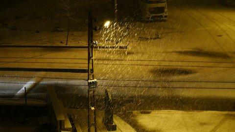 night snowfall, street lights and snowfall, heavy snowfall at night, snowfall in city,