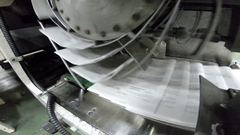 Running Belt with Offset Newspaper Prints