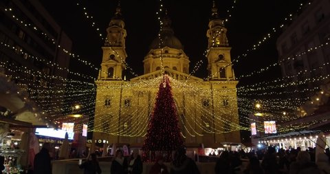Budapest Christmas Market 2018.Budapest Hungary 12 02 2018 Beautiful Christmas Tree In Front Of The St Stephen S Basilica On The Most Spectacular Christmas Market In Europe
