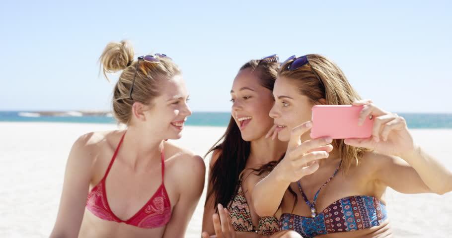 bikini-friend-girl-stripper-mena