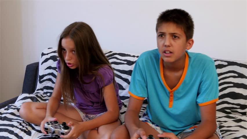 Teen fingers pussy on webcam