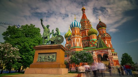summer day saint basil's cathedral crowded square 4k time lapse russia
