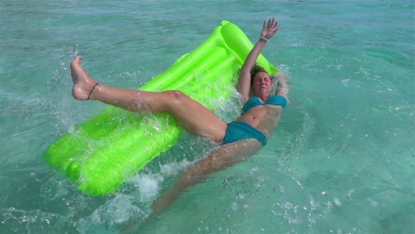 bikini-falling-off-video-love-naked-womens