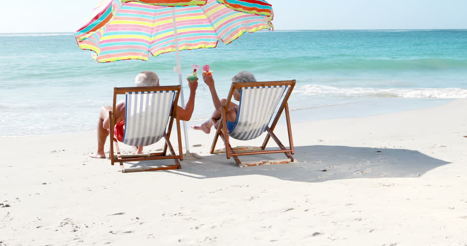 the 17 types of people you always see at the beach