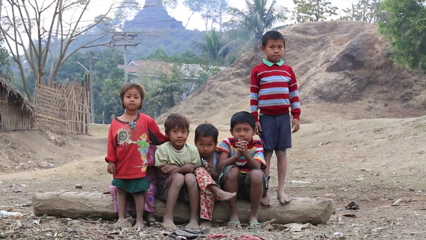 poverty a major issue Major differences in incomes, poverty, nutrition, health and education between towns and rural areas are not shrinking: most of the dollar-poor will still be rural in 2020 the decline in rural poverty has slowed in recent years it was much more rapid in 1970-85.
