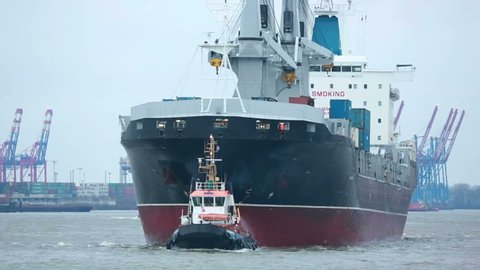 Tug and bulk-carrier maneuver