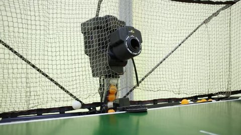 Table tennis robot with special net launches balls