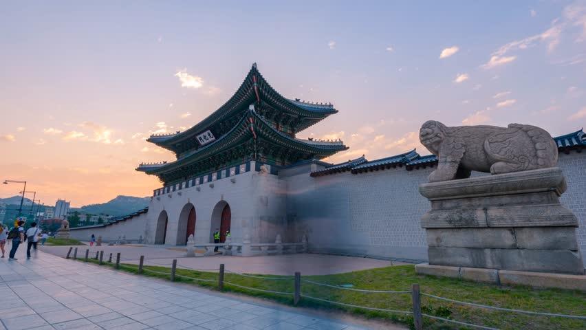 Time lapse Korea,Sunset of Gyeongbokgung palace in Seoul, South Korea.