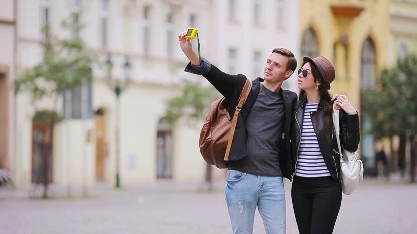 Resultado de imagen para couple romantic walking city