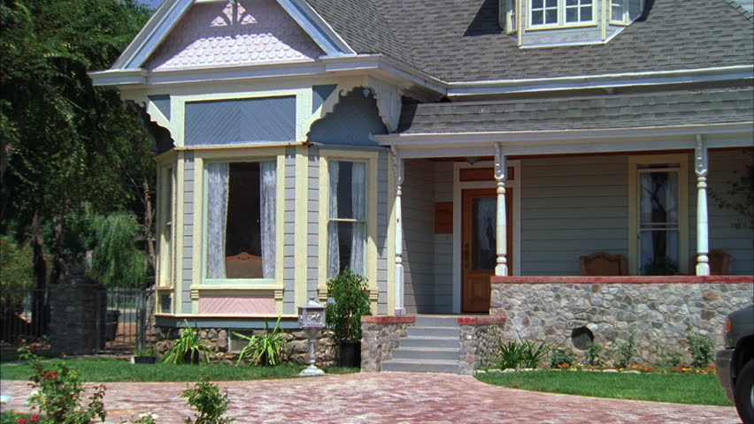Charmant Day Pan Right Entry 2nd Story Windows Quaint Two Story House Victorian  House, Wrap Around