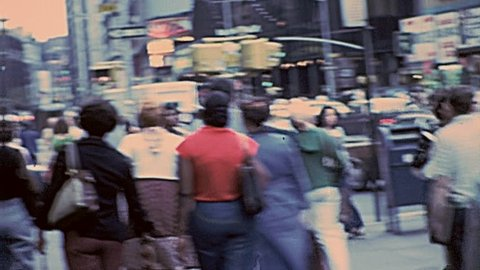 New York 1977: people walk in the streets of Manhattan in 1977 in New York