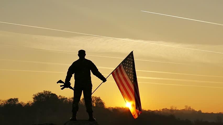 vídeo stock de soldier lift up rifle and 100 livre de direitos