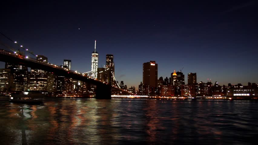 September Th Lights In New York City Memorial Beams Of - Two beams light new yorks skyline beautiful tribute 911