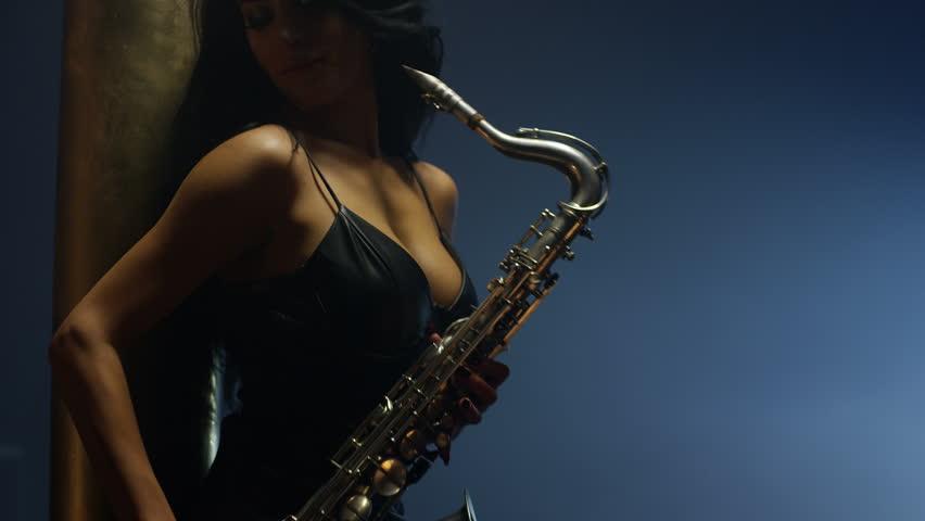 Naked women playing saxophone — photo 5