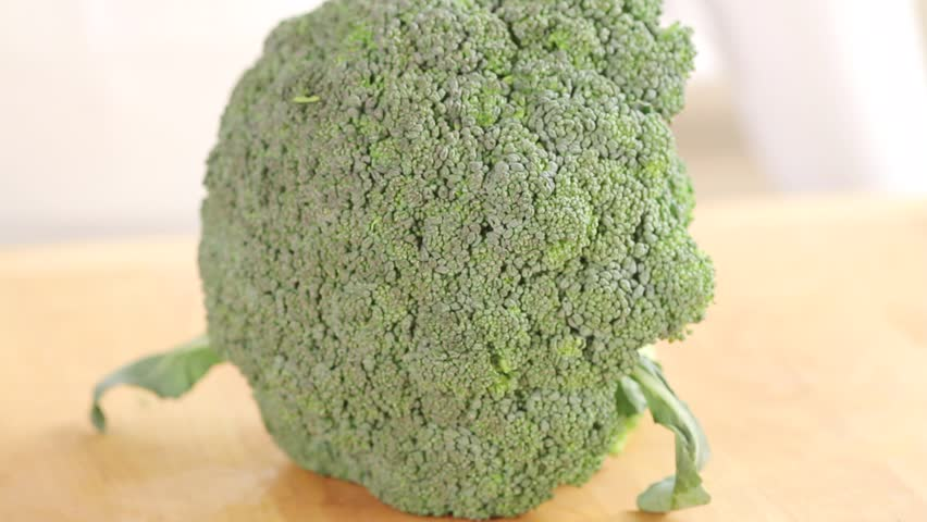 Separating broccoli florets