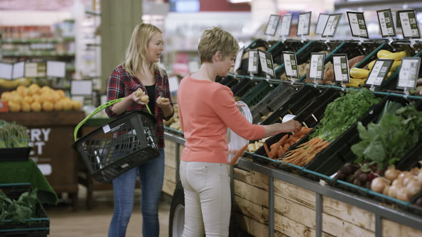4K Cheerful mother & daughter shopping together at the grocery store | Shutterstock HD Video #25740152