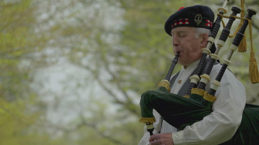 A view of Revolutionary War era piper playing bagpipes