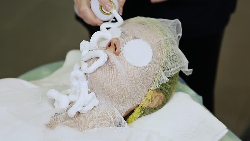 A bandage mask using gauze fabric. Full process of a bandage mask.