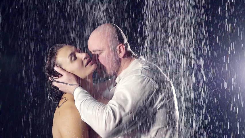 Can girls shower naked kissing