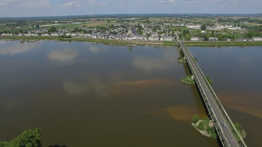 THE LOIRE VIEW BY DRONE IN SAINT-MATHURIN-SUR-LOIRE Aerial view of the Loire filmed by drone, Saint-Mathurin-sur-Loire, France Loire Valley, Saint-Mathurin-sur-Loire, Maine-et-Loire, France