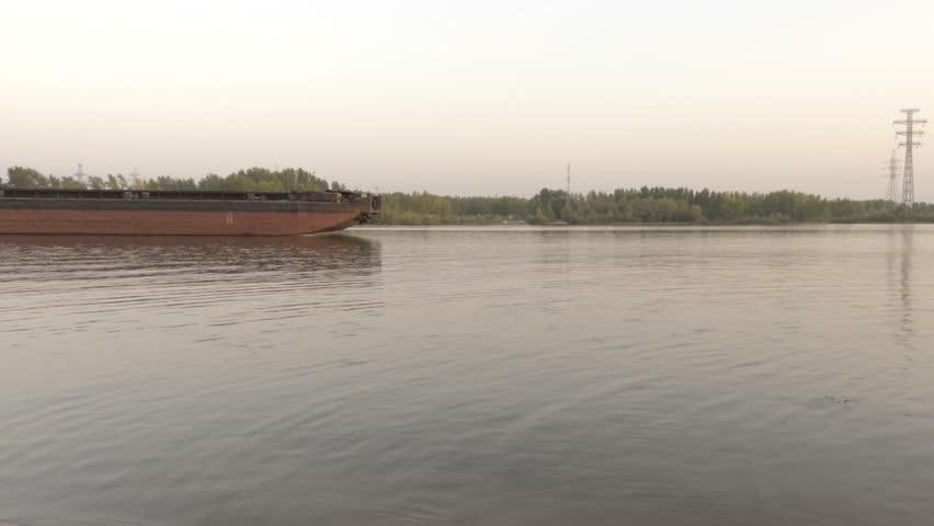 Header of barge