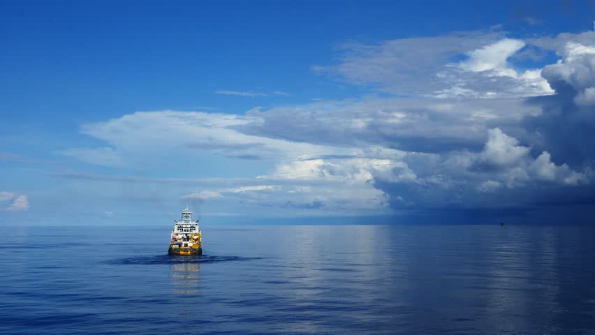 Offshore Supply Vessel For Oil Drilling Rig in The Middle Of Ocean