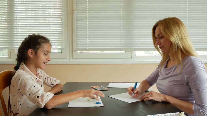 Stock video of child psychologist with a little girl. | 32221981 ...