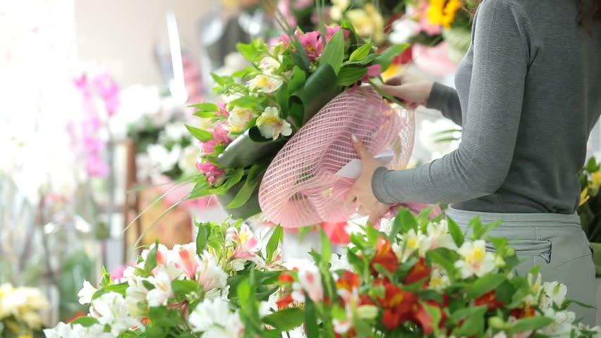 Rüyada Sevdiğin Bir Erkekten Çiçek Almak