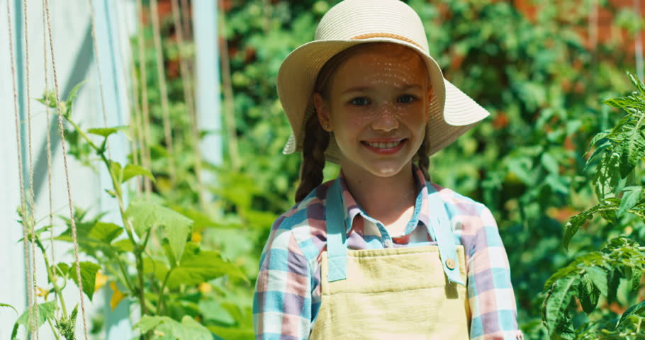 young-girls-on-the-farm-free-video