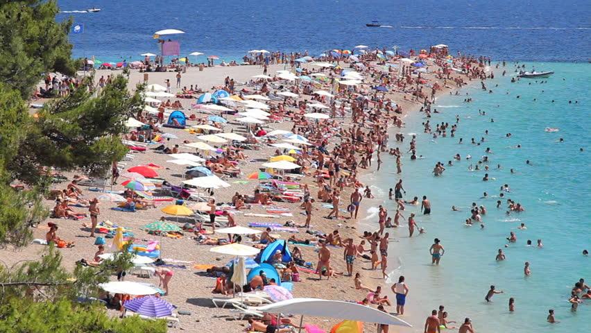 people at beach sun bath ile ilgili görsel sonucu