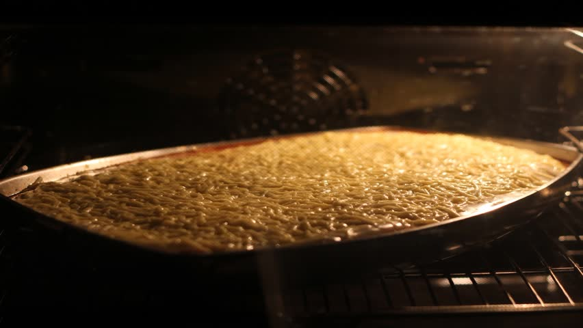 The video shows a time lapse of a lasagne in a stove.