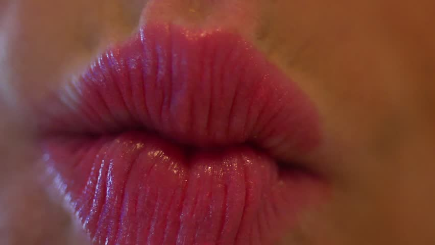 Stockvideo Von Kisses An Extreme Close Up Shot Of  3629582  Shutterstock-1541