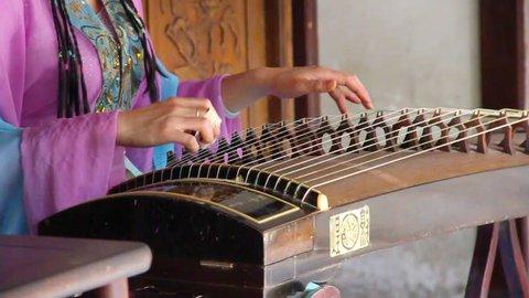 Guzheng, Chinese instrument