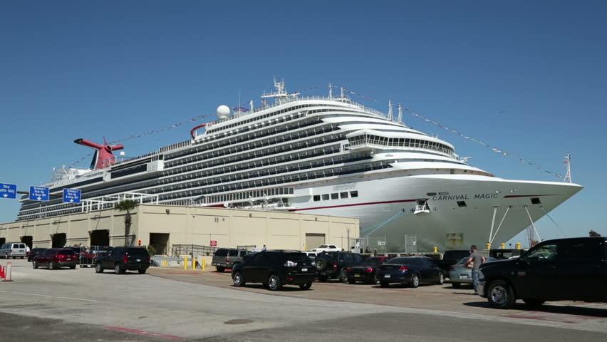 GALVESTON TEXASUSA MAY Passengers Arrive In Cars To Embark - Cruise ship galveston