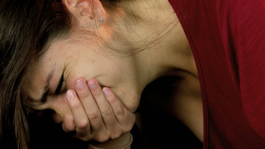 Girl crying in pain — photo 7