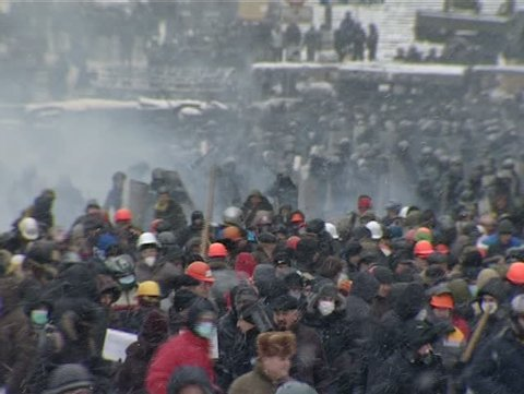 23. January. 2014. Ukrain.Kiev. Police disperse a crowd of rebels.  People running away from the police