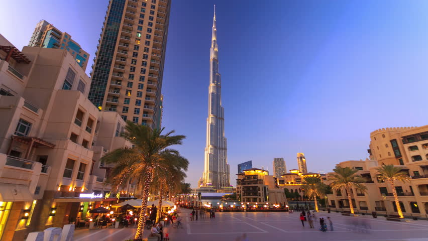 Birj Khalifa timelapse with walking people, fountain show in the evening