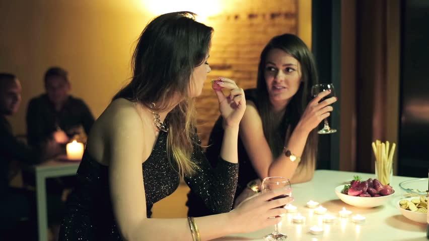 Видео лесби в клубе